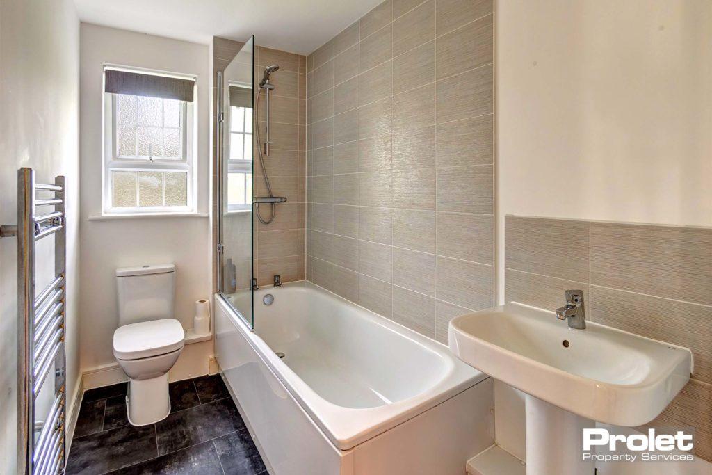 3CordwainerClose-bathroom
