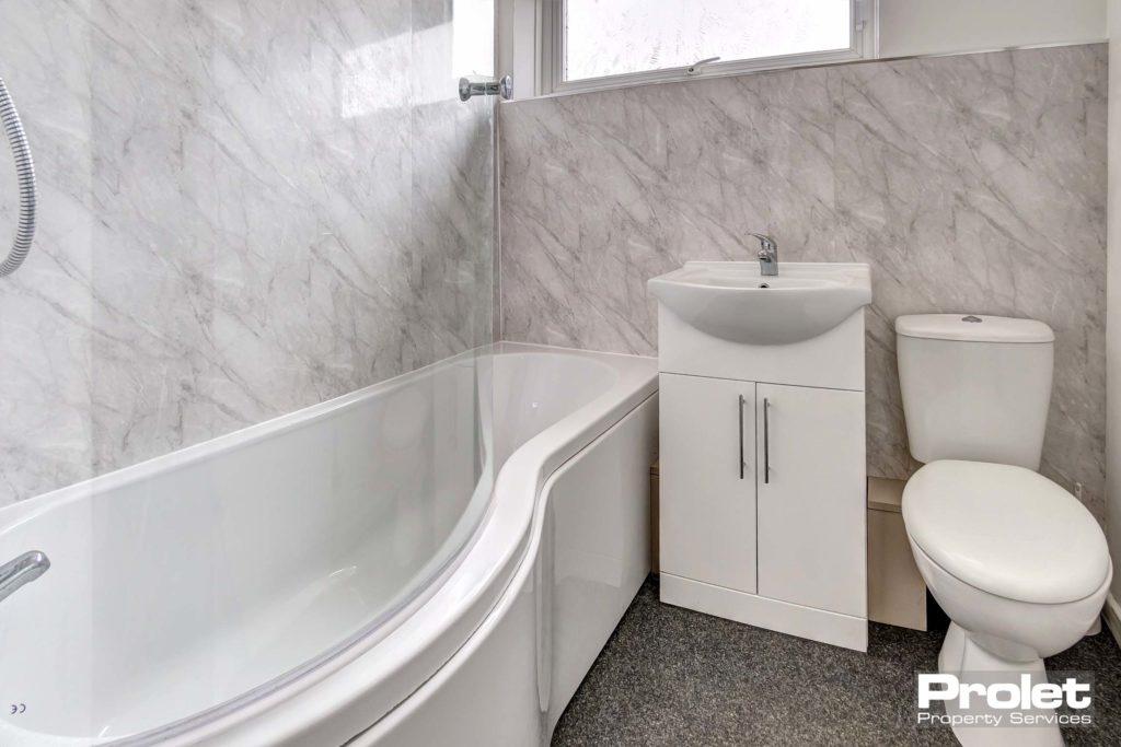 65RussellSt-bathroom